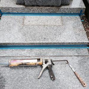 納骨・お骨をお墓にいれる・石の蓋を開け閉めする